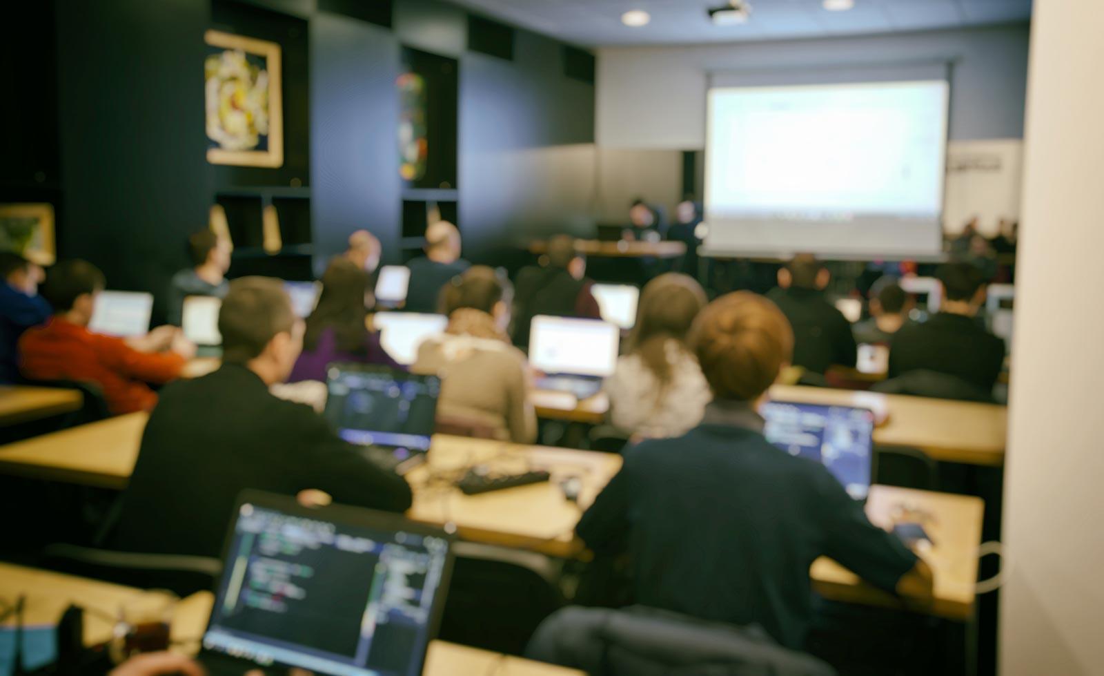 Image many-students-studing-classroom